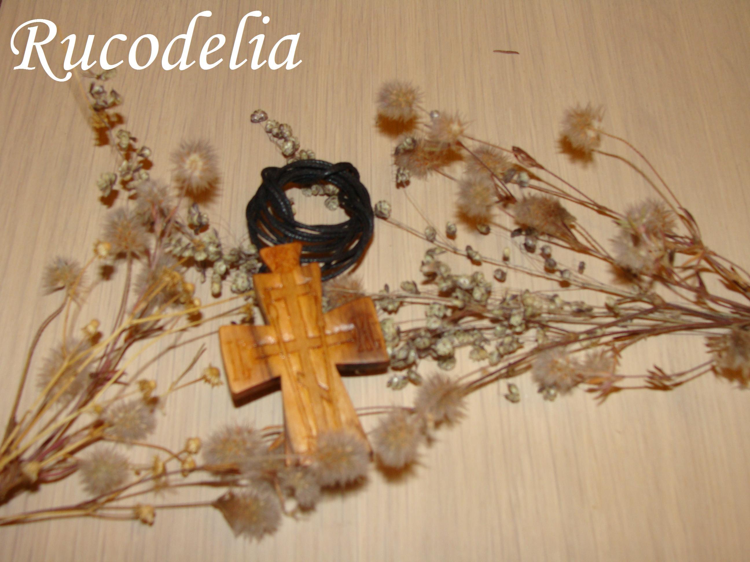 Cruci mari sculptate în lemn