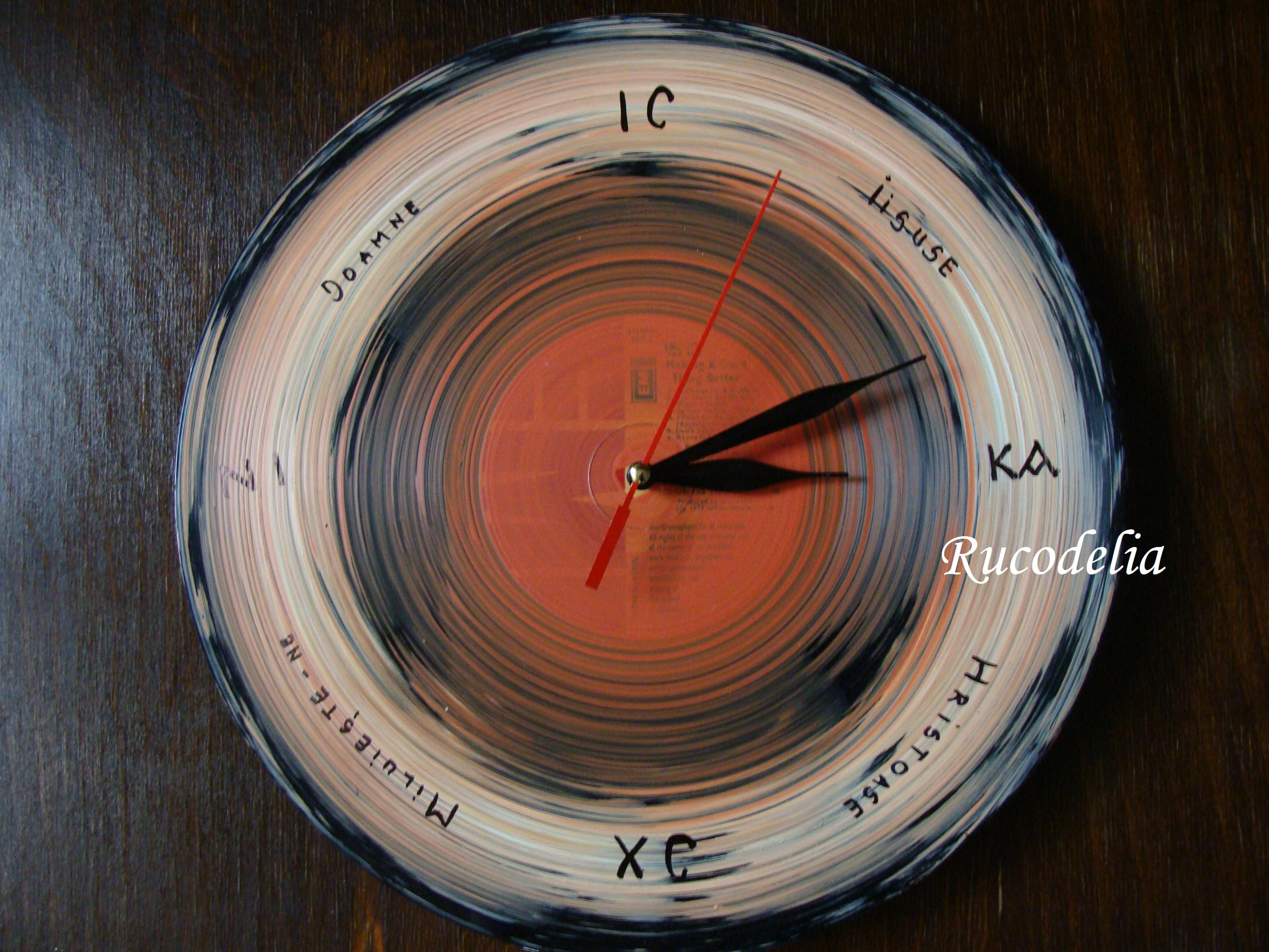 Ceasuri de perete cu Monograma lui Hristos