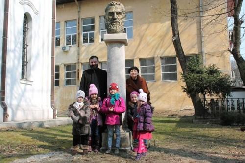 constantin-brancusi-silvia-radu-pr-muresan-cu-copii